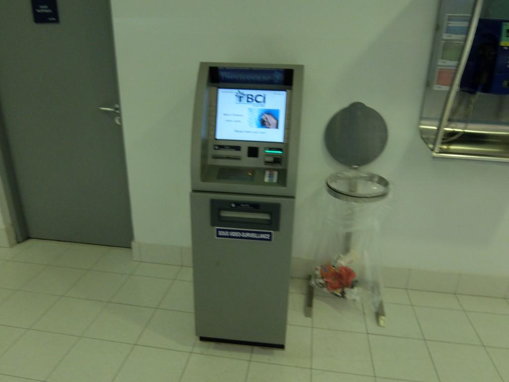ヌメア国際空港のATM その1