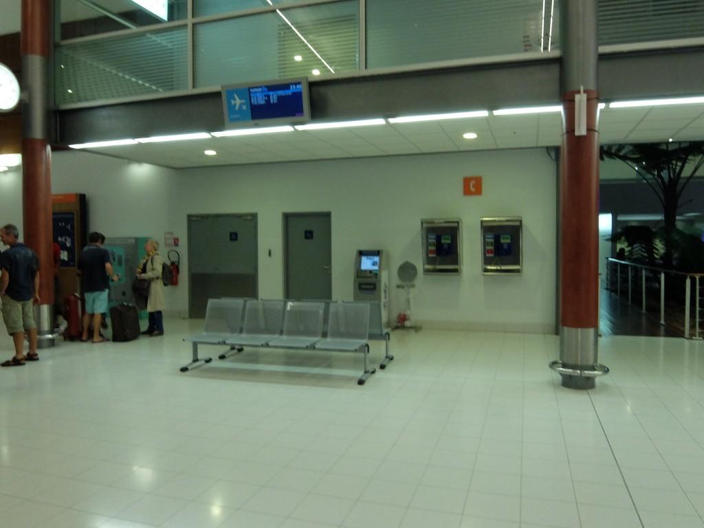 トントゥータ国際空港内のATM