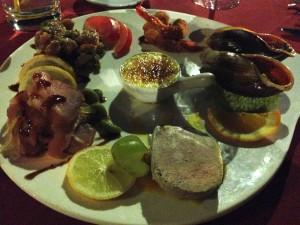 イルデパン島 ウレテラホテルのレストランにて(盛り合わせ)