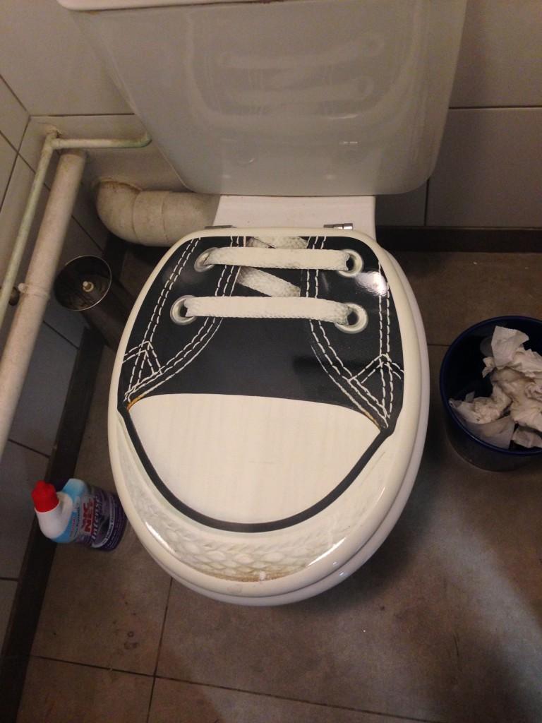 ヌメア ポートプレザンスの近くのガソリンスタンドで借りたトイレ